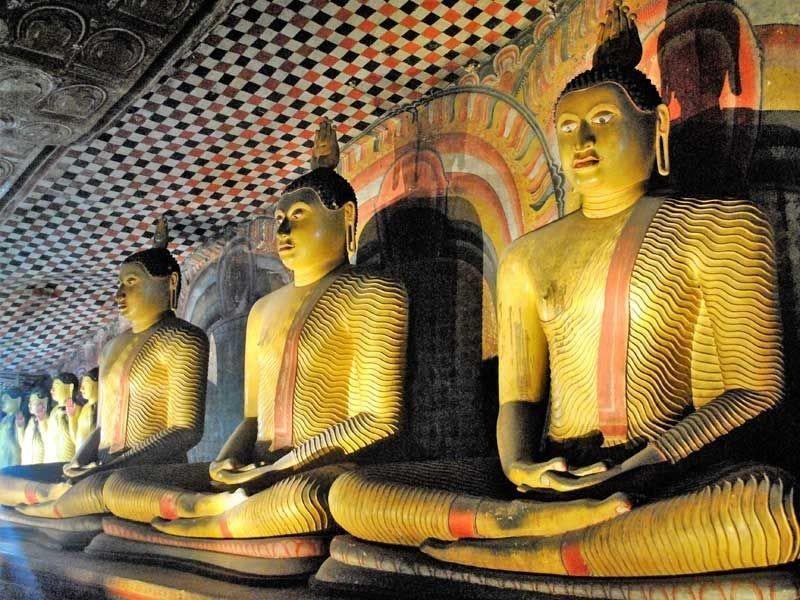 Sitzende Buddha-Figuren