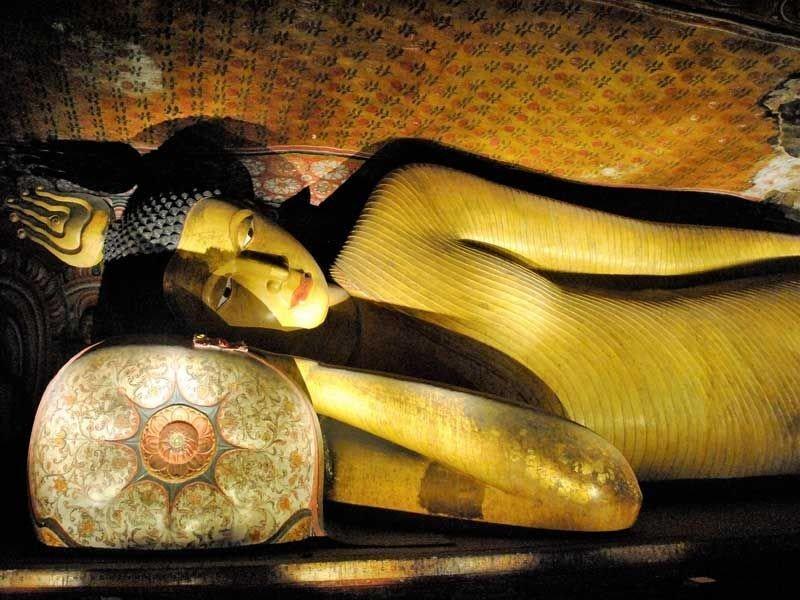 Liegende Buddha-Figur