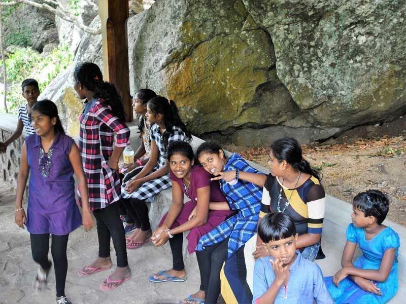 Spaß im Höhlentempel von Dambulla