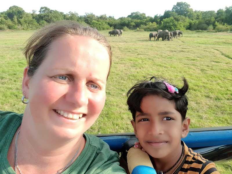 Die kleine Mayomi und ich bei der Jeep Safari.