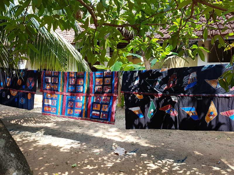 Wachs, Farbe Stoff so entsteht Batik...