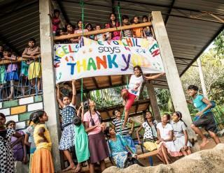 Die  Mädchen vom Angels Home in Marawila, Sri Lanka, sagen Dankeschön!