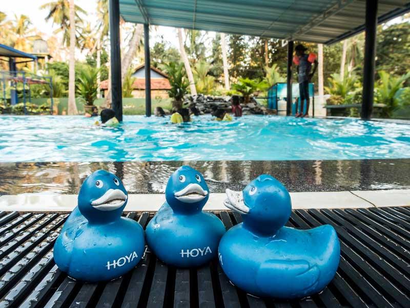 Der Swimmingpool ist in den Ferien heiß begehrt.