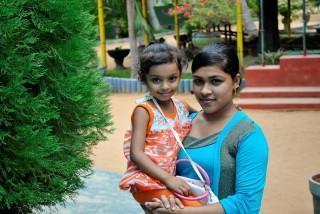Chathumini mit Tochter Saumi