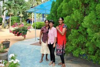 Charitha arbeitet als Verkäuferin in der Kleidungsindustrie