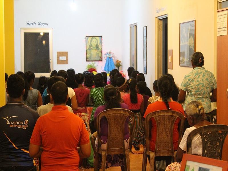 Viele Menschen kamen, um gemeinsam zu Maria zu beten