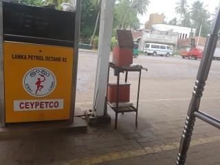 So verlassen findet man die Tankstelle normalerweise vor