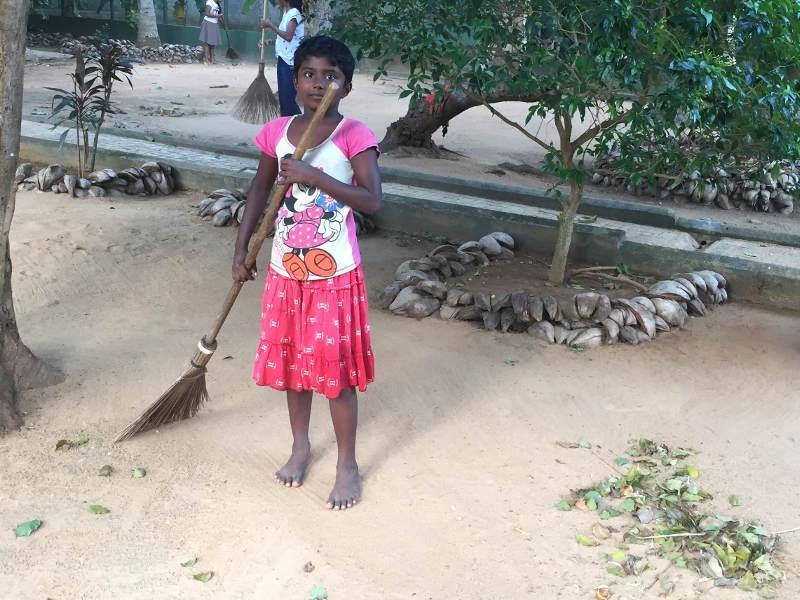 Pflege der Natur durch Gartenarbeit (Dilmi)