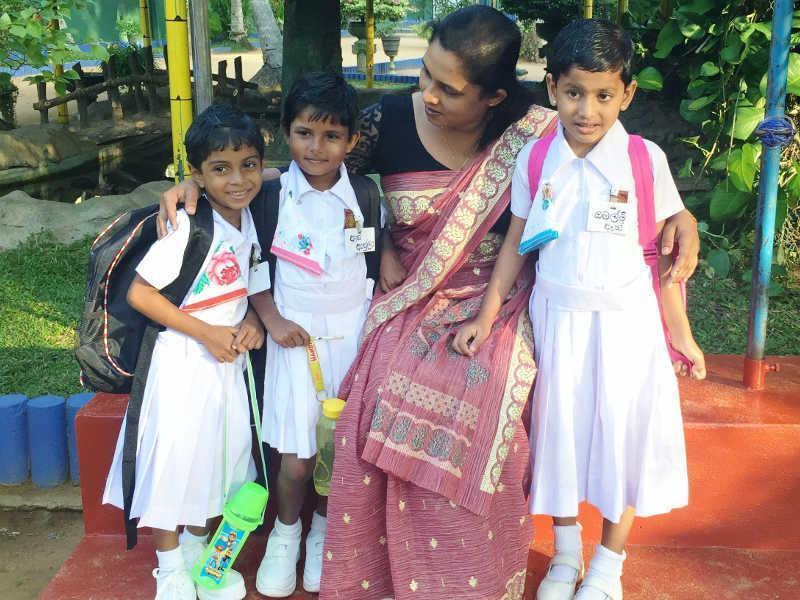 Dulari begleitete die Kinder an ihrem ersten Tag