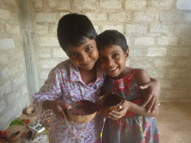 Die zwei Köchinnen Vismi und Dinithi