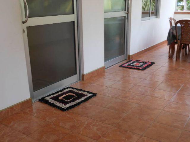 Auf dem Bild sieht man die Teppiche, die vor jedem Raum liegen.