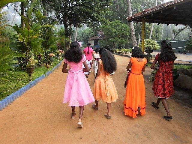 Prinzessinnen auf dem Weg zur Kirche