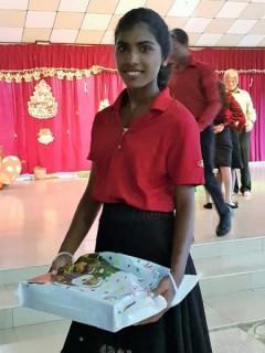 Kumari hat ihr Geschenk bekommen