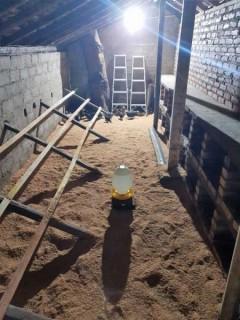Neues Hühnerhaus mit Brutstätten