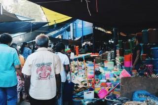 Sehr viele Menschen waren auf dem Markt.