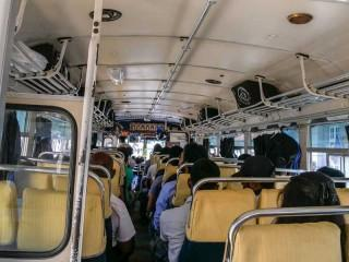 So sieht ein typischer Bus von innen aus.