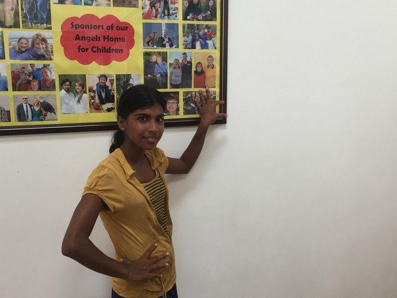 Kumari ist stolz, mir ihre Paten zeigen zu können